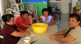 Friends preparing a meal for our training participants in Campeche