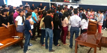 Youth dedicating their lives to Jesus Christ in Villahermosa